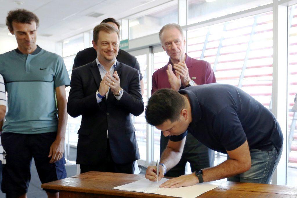 Ministro Leonardo Picciani assina acordo de cooperação com COB, CPB e CBC para estudar melhor utilização do Parque Olímpico. Foto: Francisco Medeiros/ME