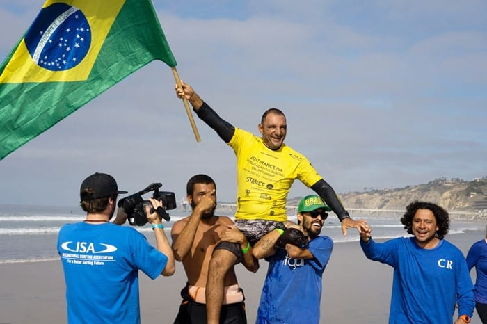 Alcino Neto conquistou o ouro no Mundial de Surfe Adaptado em San Diego, nos Estados Unidos. Foto: ISA