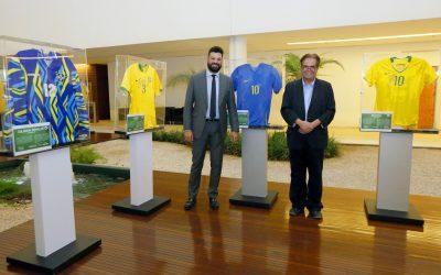 """Ministério do Esporte promove exposição """"Camisas Históricas do Futebol Mundial"""""""